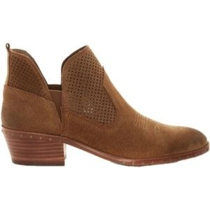 VINCE CAMUTO Pedrina leather ankle booties